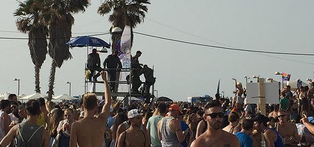 Παραλία Τελ Αβίβ, Ιούνιος 2016 - θερμοκρασία 43 βαθμούς. Για δυνατούς παίχτες και το libre επιβίωσε περήφανα