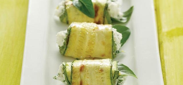 Ρολά από ψητό κολοκύθι με μυρωδικά και φέτα