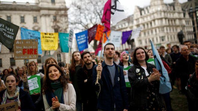 Χιλιάδες βρετανοί θα συναντηθούν μπροστά από το Κοινοβούλιο για να πουν στους πολιτικούς τους τι να κάνουν για την κλιματική αλλαγή