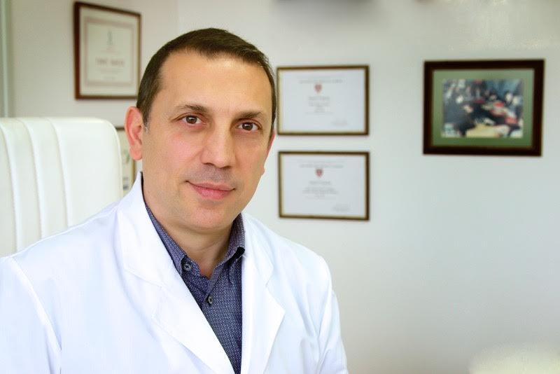 ο δρ. Τσουκαλάς